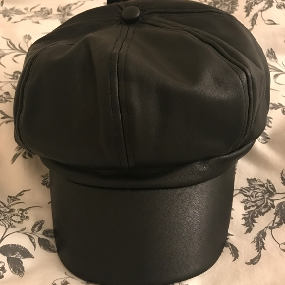 bcefedb3288cf Forever 21 Accessories - NWOT Faux Leather Cabby Hat  Baker Boy s Hat